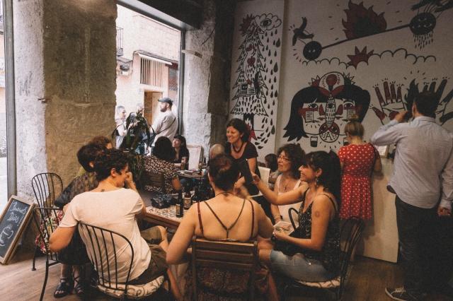 © Natalia Romay - Breve encuentro de Mujeres que cortan y pegan