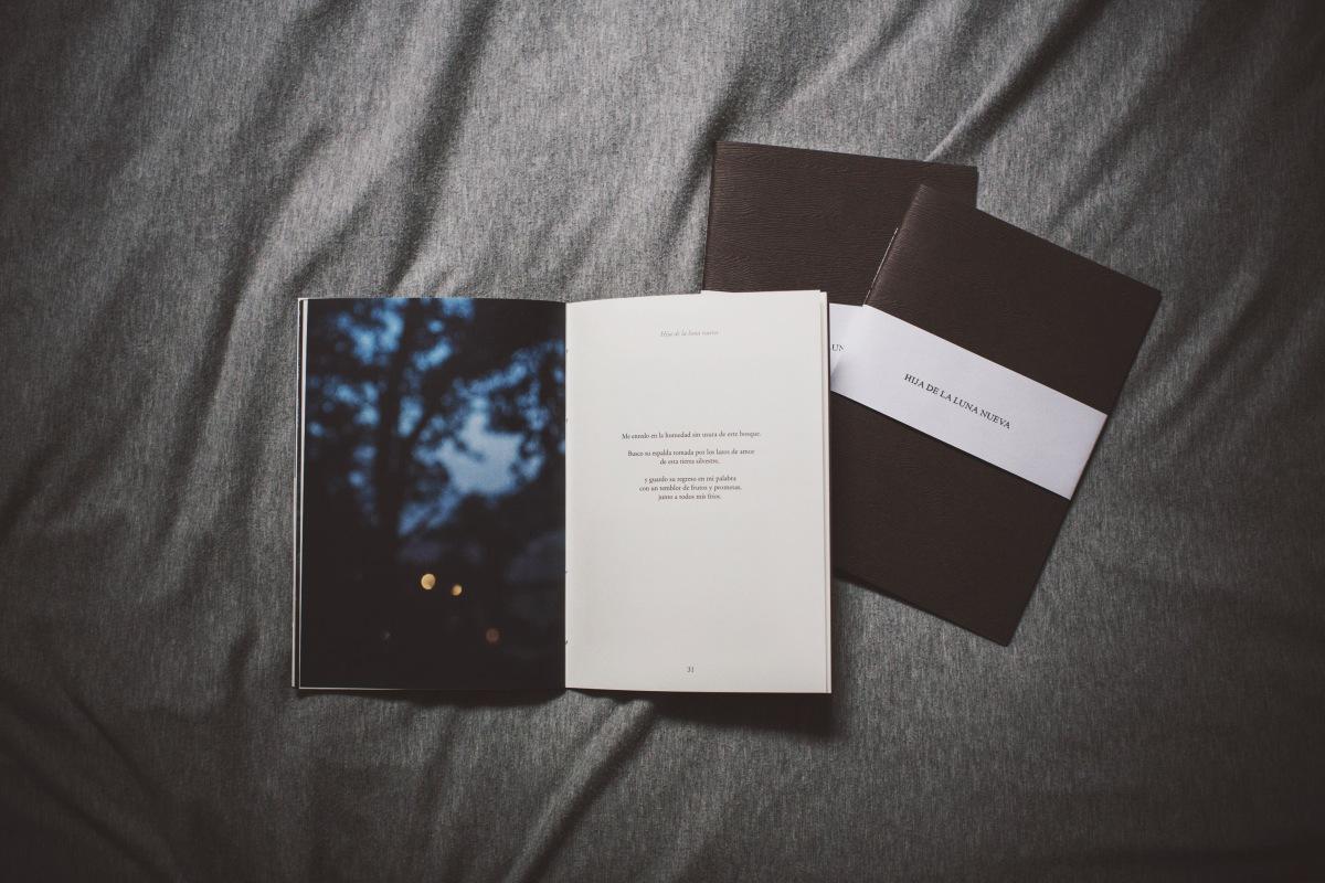 Hija de la luna nueva, fotografía y palabra hecha paisaje