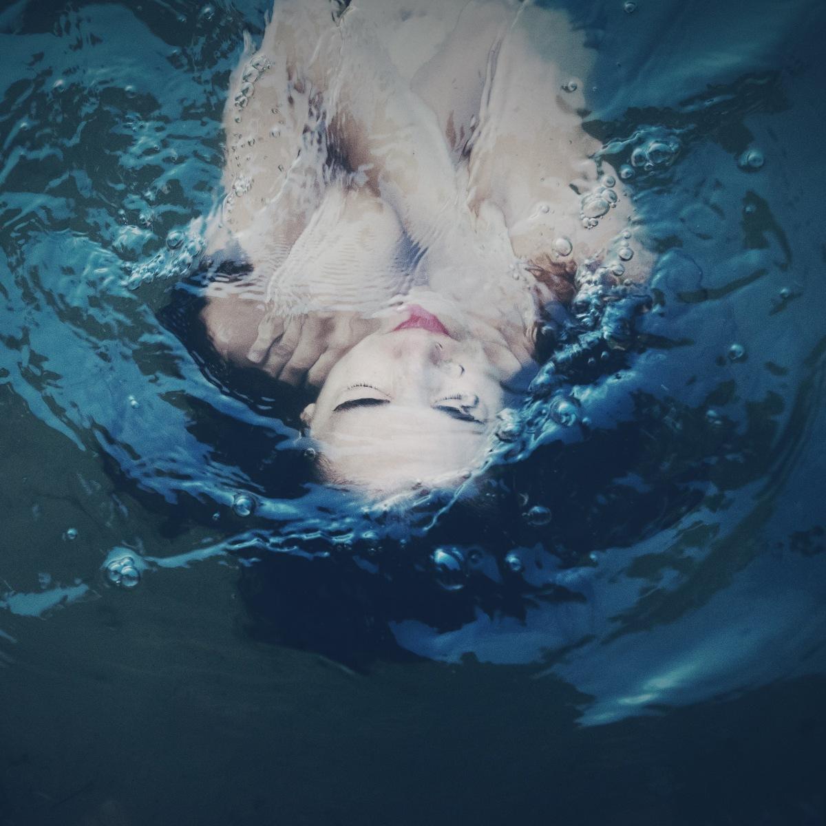 """El azul de Irene Cruz vuelve a Madrid con """"Drowning in Blue"""""""